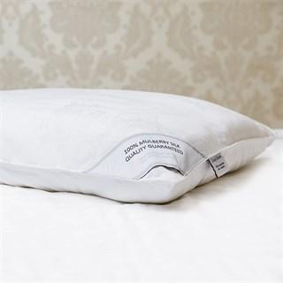 Подушка шелковая 50х70 1,3 кг Luxe Dream Grand Silk в съемном чехле средняя (высота 13 см)